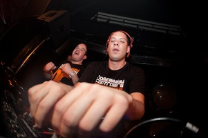 foto Noisecontrollers, 8 mei 2010, Outland, Rotterdam #587775
