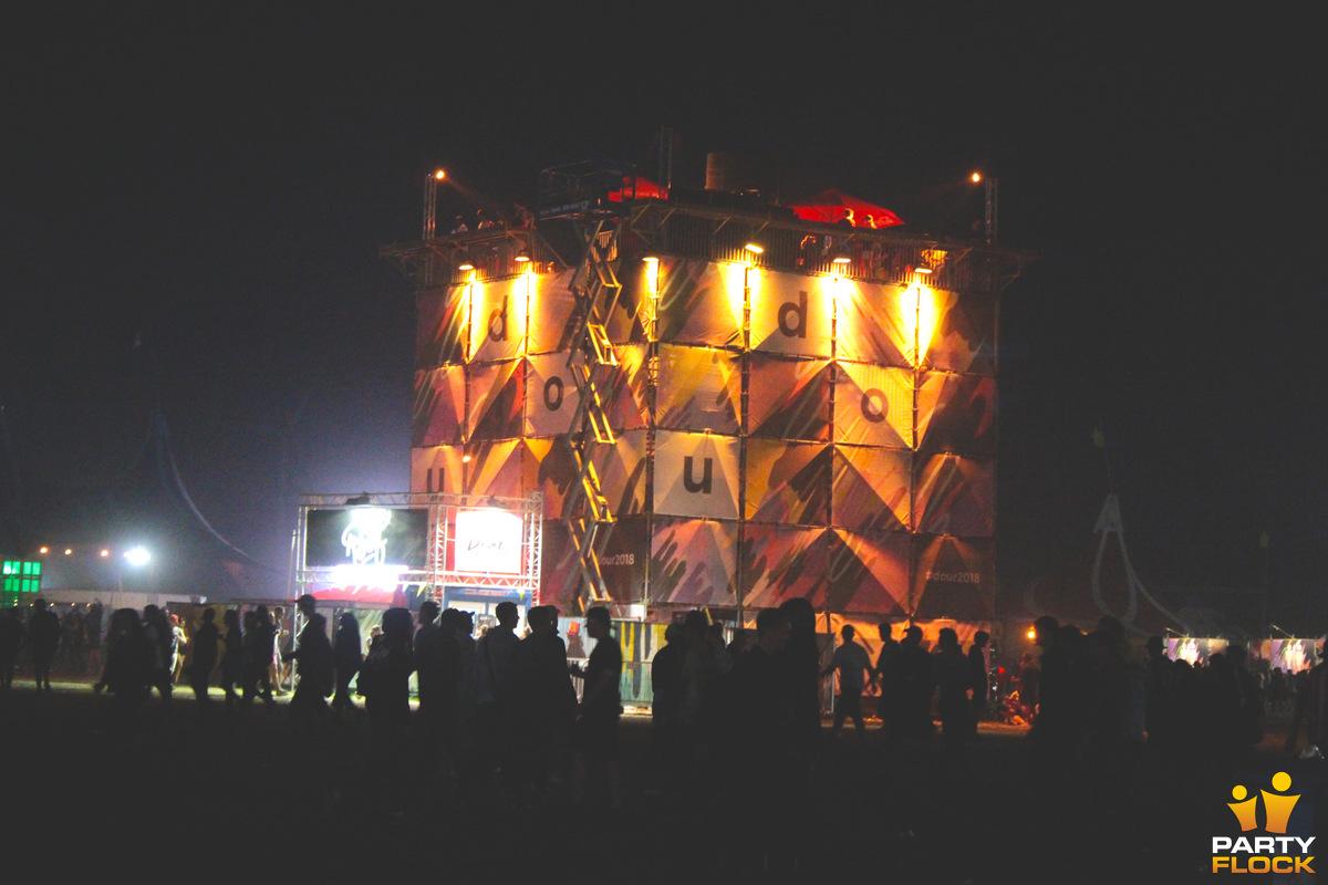 [img width=600 height=400]https://photo.partyflock.nl/944084/1200x800/Dour-Festival-28.jpg[/img]